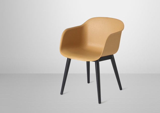 muuto 39 s fiber chair by designers iskos berlin happy. Black Bedroom Furniture Sets. Home Design Ideas