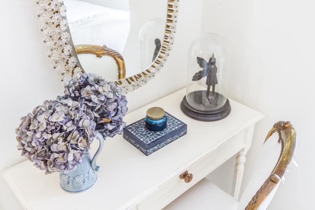 interior styling, bedroom, styling with colour, vintage, bedroom styling