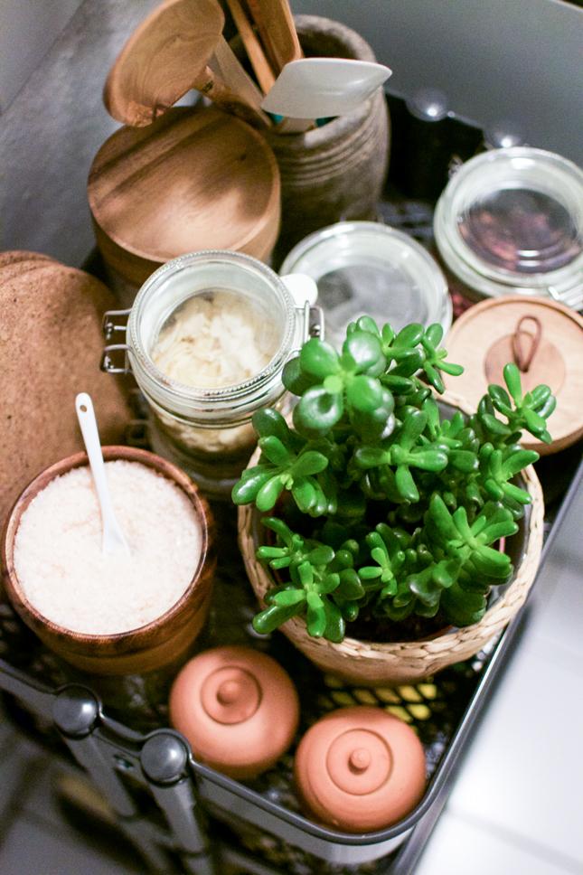 urbanjunglebloggers, kitchen, plants in the kitchen, kitchen greens, houseplants, indoor plants