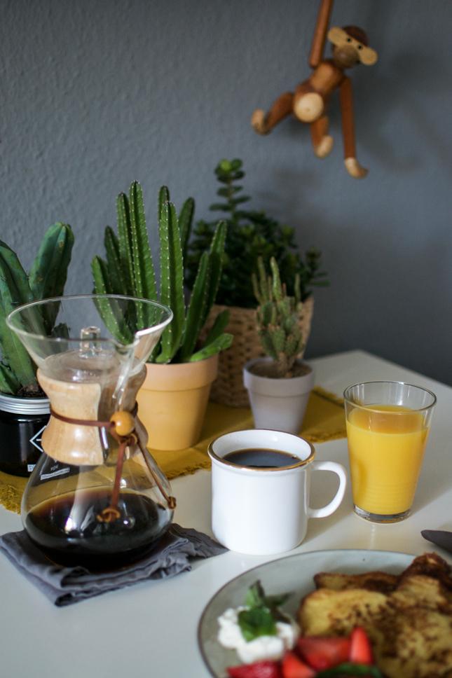 Urban Jungle Bloggers, Plants, Table Setting, Table Styling, Breakfast, Planty Table Setting, Tabletop, Cacti, Succulents, Stapelia
